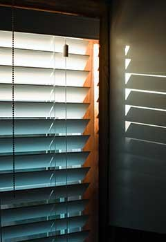 Simple Venetian Blinds For Pasadena Office